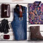 デニムシャツブーツなど服の写真