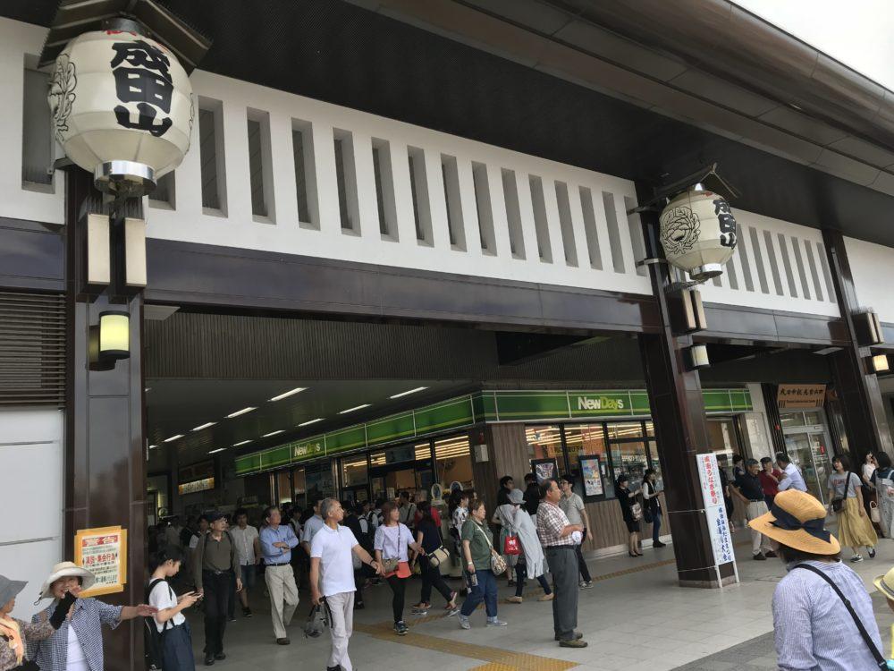 お祭り当日の成田駅の様子