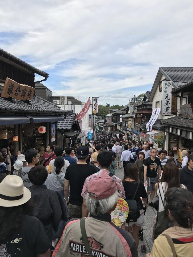 成田山新勝寺へ向かう途中の参道