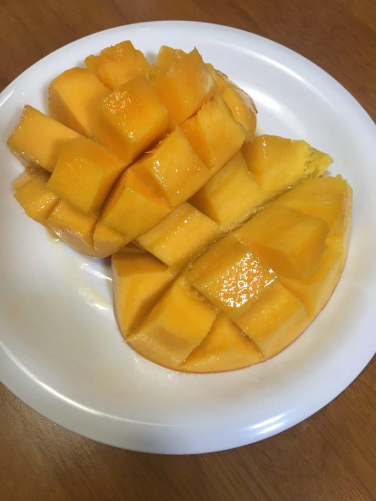 切り分けたマンゴー