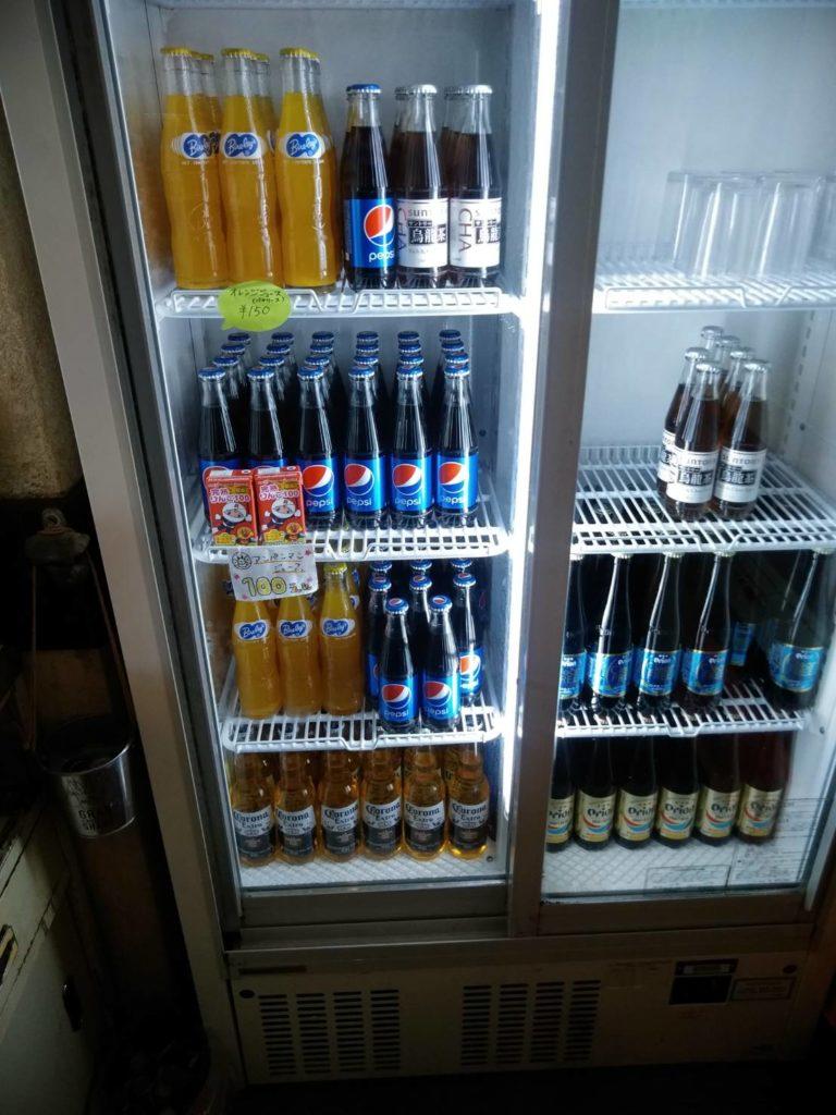 セルフドリンクの冷蔵庫