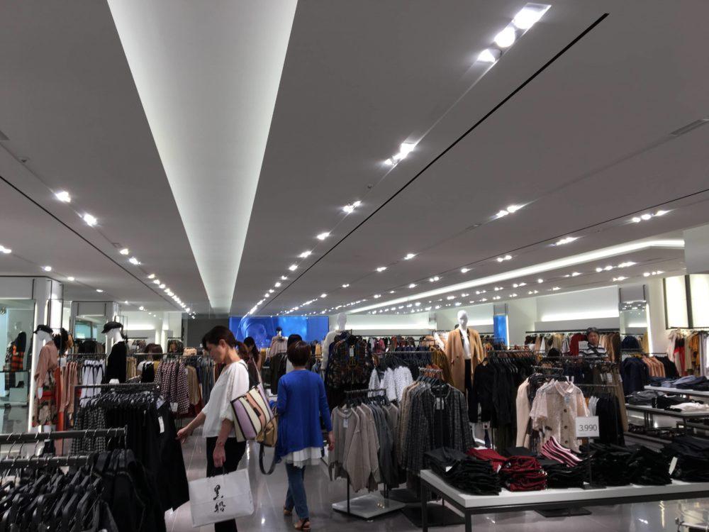 ZARA横浜マルイ店店内