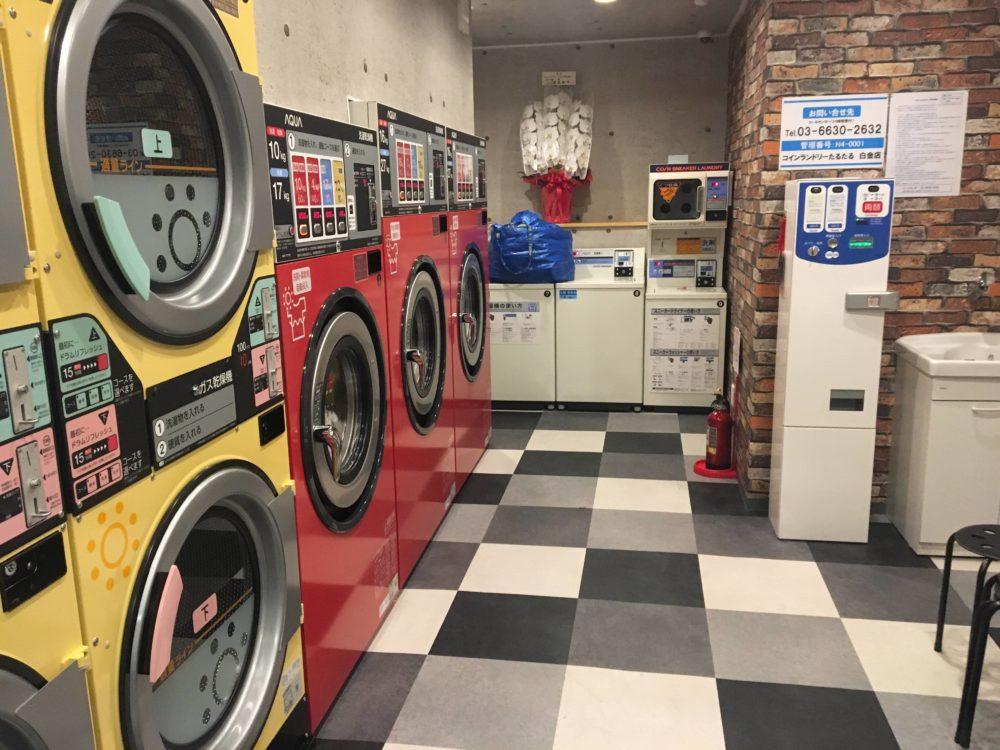 たるたるの店内にある洗濯機や洗濯乾燥機の写真