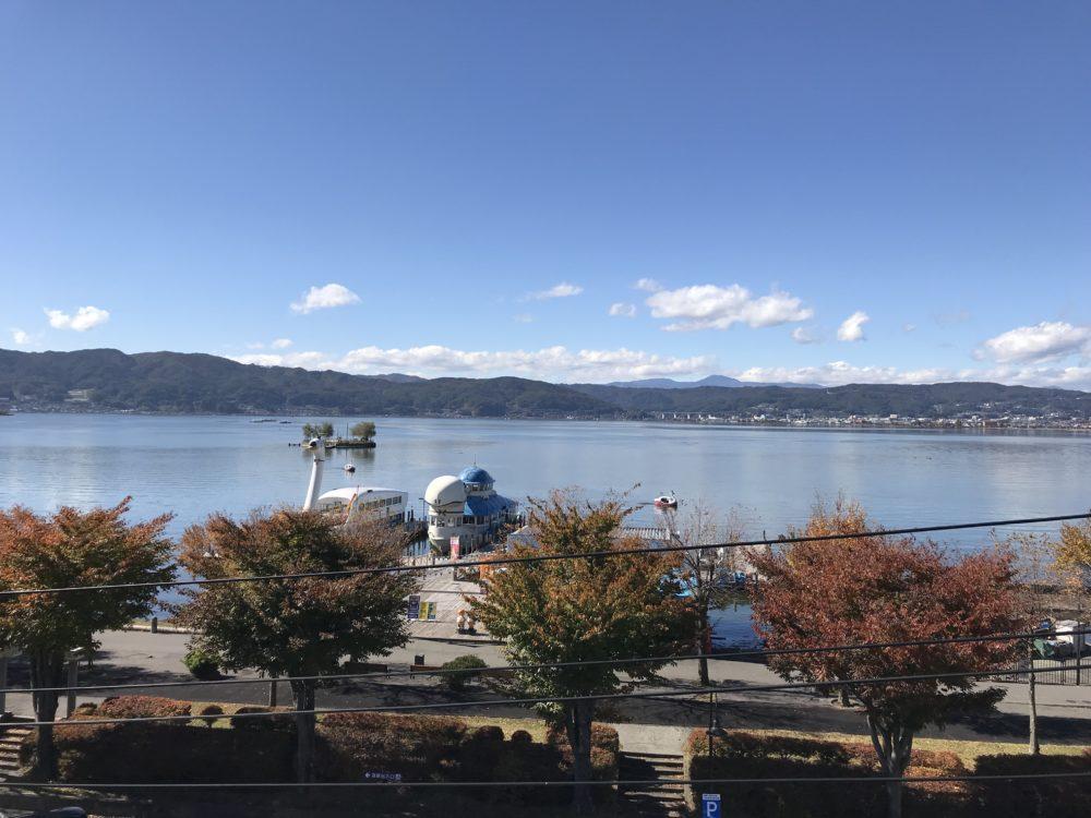 くらすわの屋上から見える諏訪湖