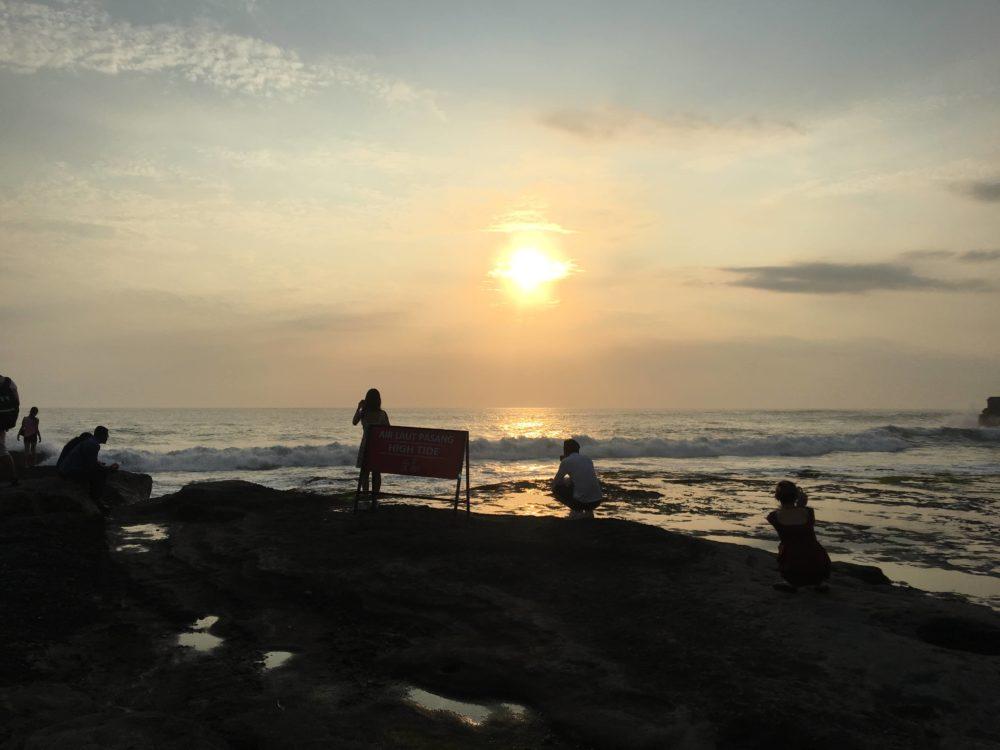 タナロット寺院から見える夕日