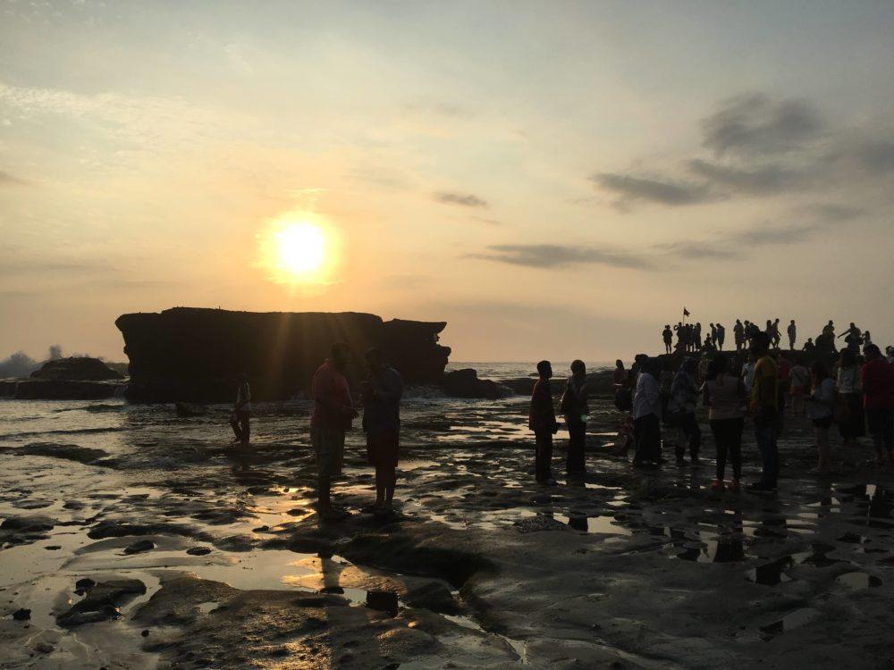 タナロット寺院付近で沈んでいく夕日