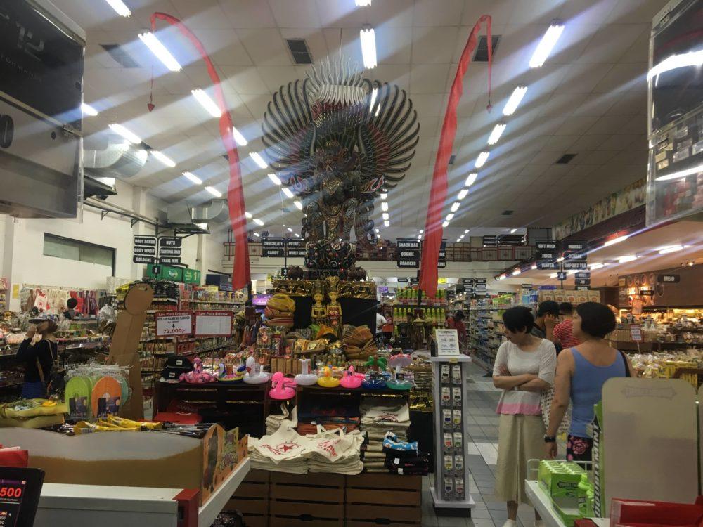 ビンタンスーパーマーケットの店内1