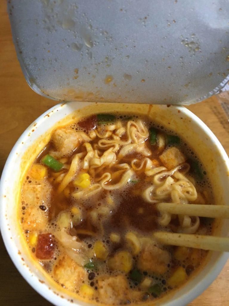 チリトマトヌードルのスープ