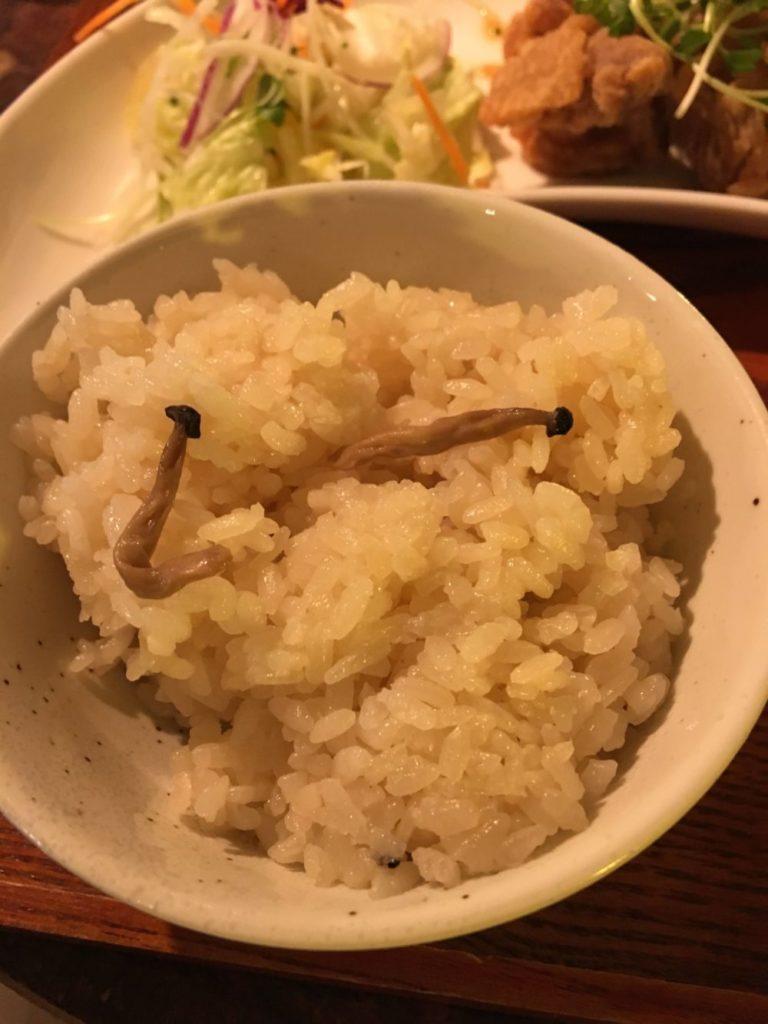 鳥の米粉揚げセットのキノコご飯