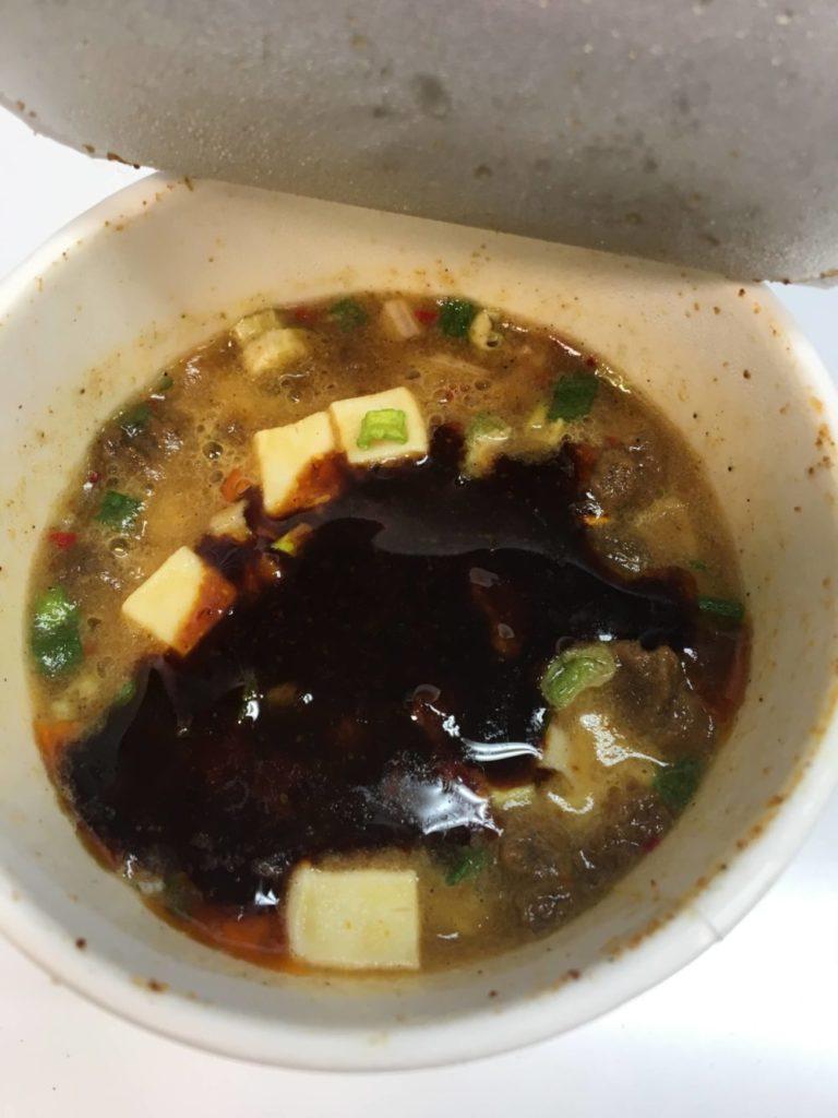 うまさぎっしり新潟 うんめぇ 新潟麻婆麺のスープのアップ