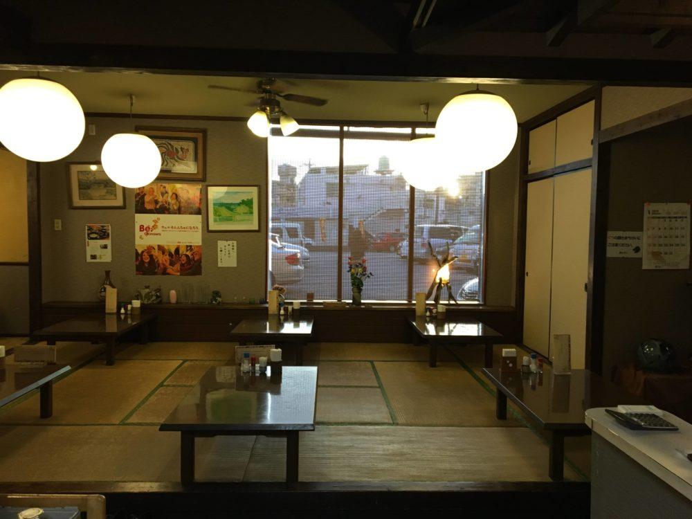 ふみやの座敷とテーブル席