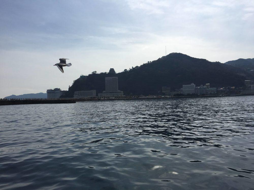 熱海遊覧船サンレモから見える熱海城