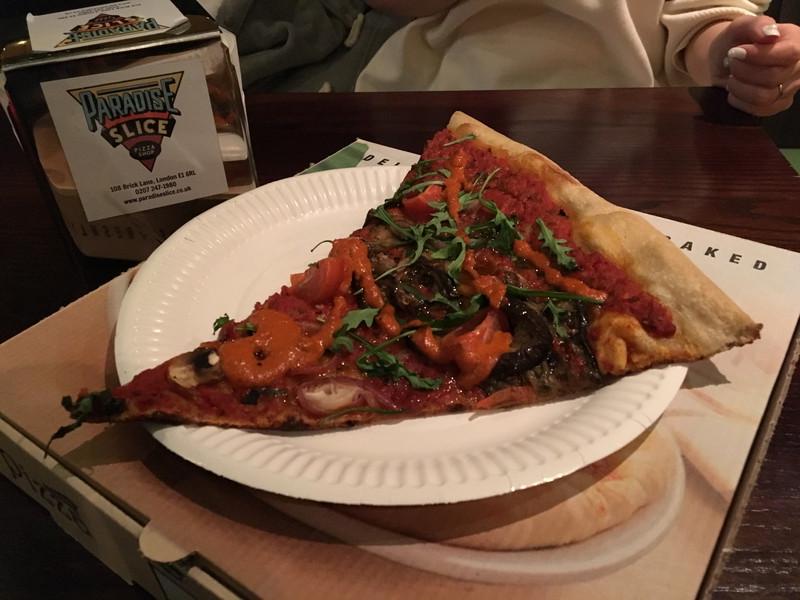 注文して出てきたピザ