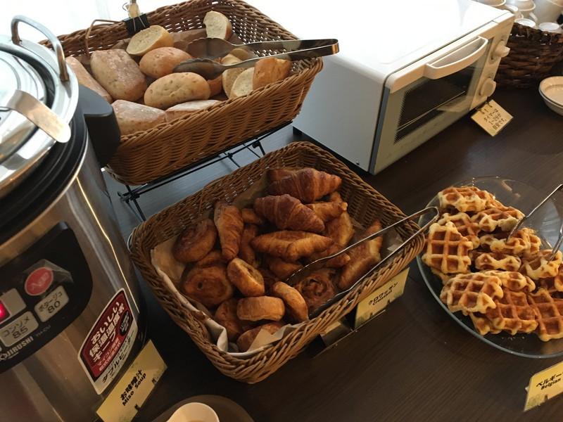 ハートフルダイニング おんふらんすの朝食ブッフェのパン