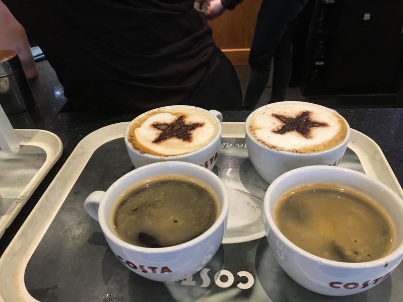 注文したコーヒー4杯