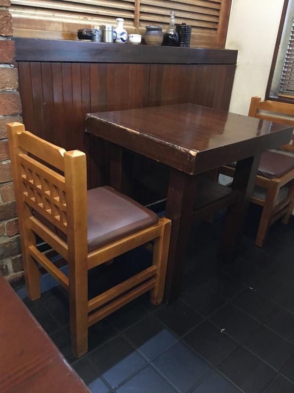 大五白金高輪の店内テーブル席