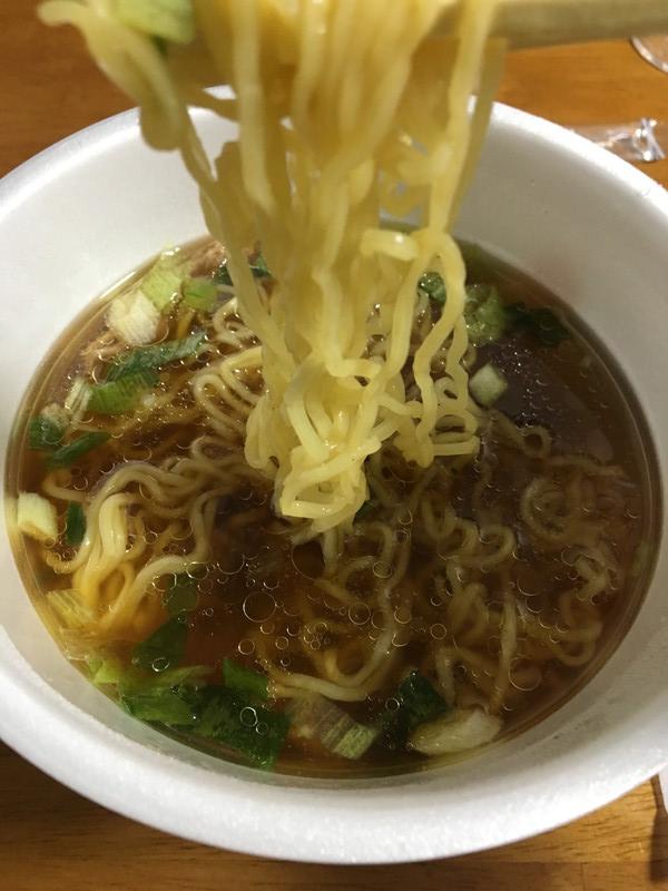 蔦 醤油Sobaの麺