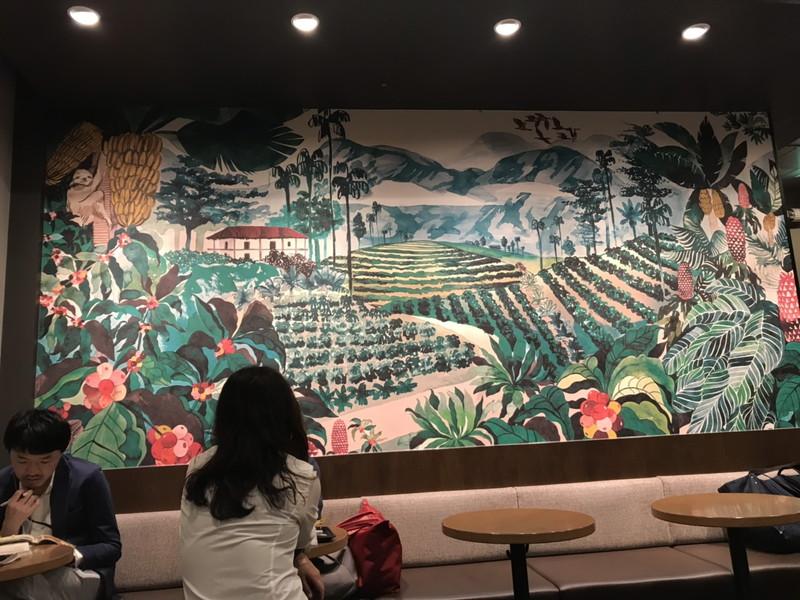 スターバックス白金高輪店の店内にある壁画