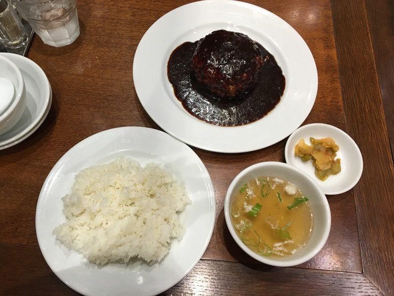 富士力食堂の大玉ハンバーグ デミグラスソース