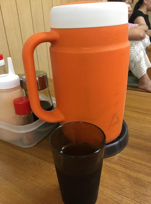 花笠食堂の自由に飲めるアイスティー
