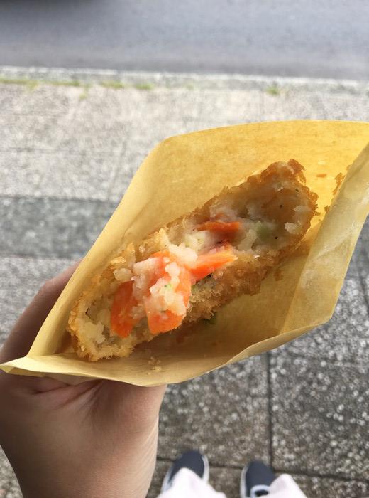 サスケストア鎌倉の野菜コロッケのアップ