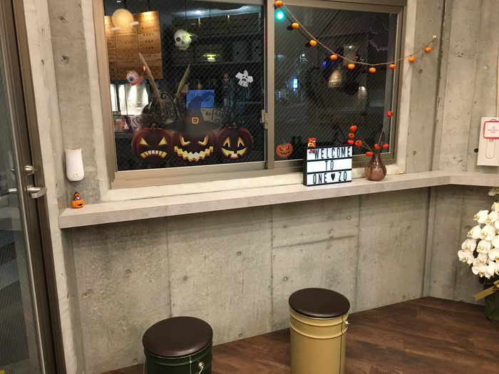 丸作広尾店のイートインスペース