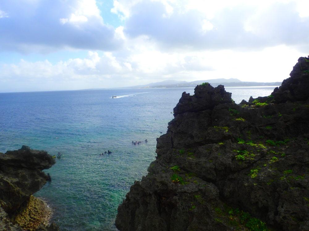 ダイビングをする真栄田岬