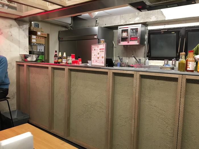 440 BROADWAY Taco Shopの厨房前
